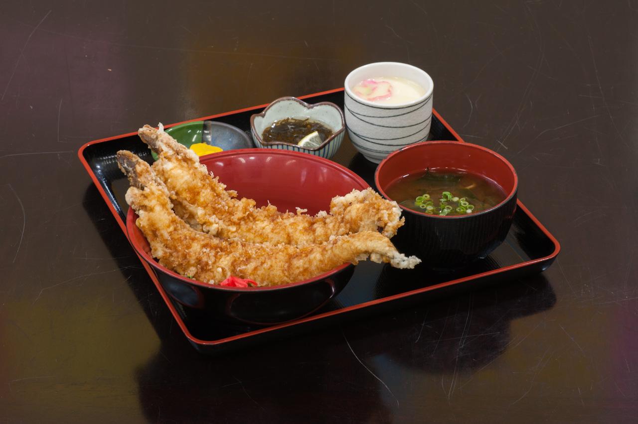 穴子天丼ランチ1,500円(税別)