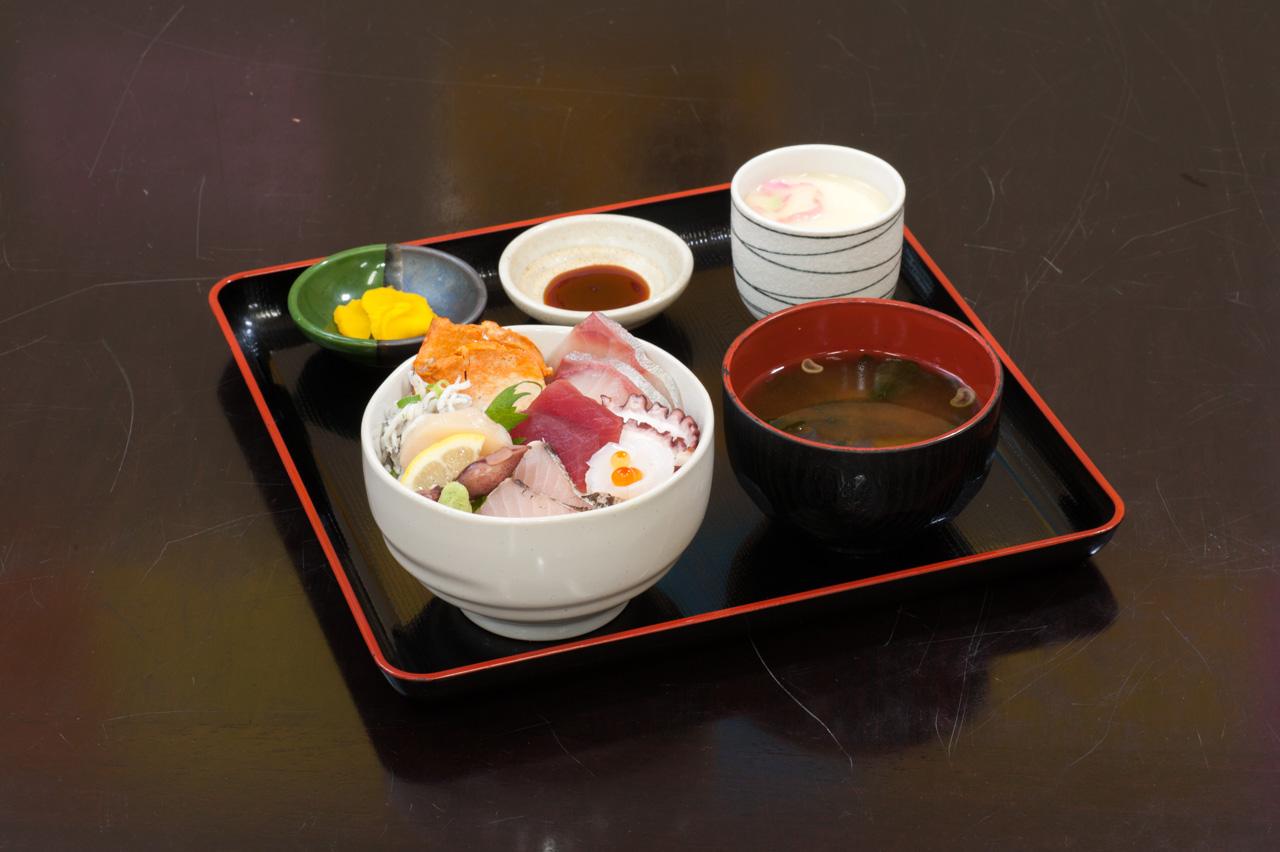 漁師丼 1,600円(税別)