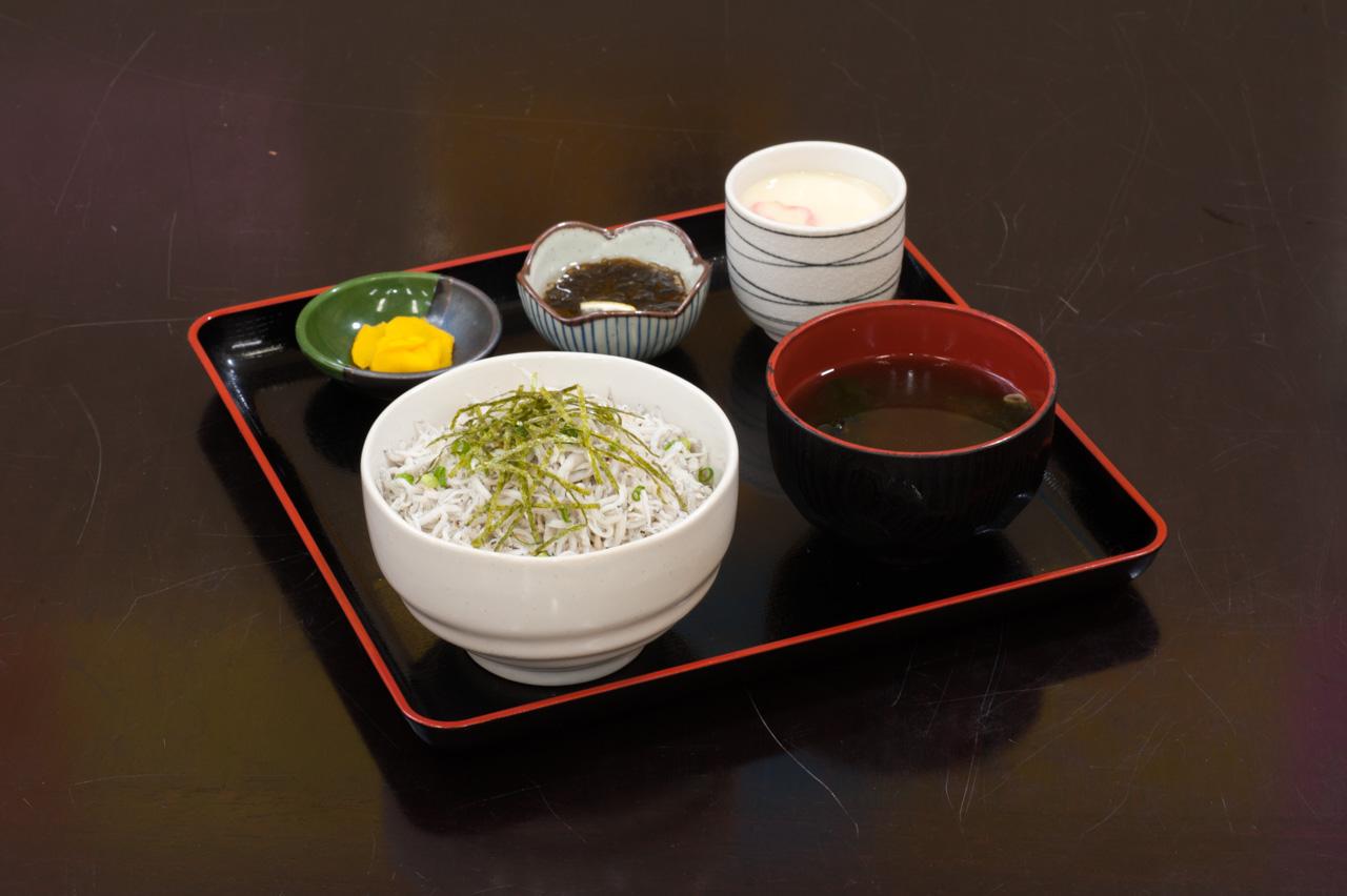 ちりめん丼 1,300円(税別)